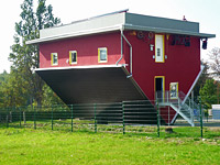 House Standing on Its Roof - Husmann Stahlbau GmbH